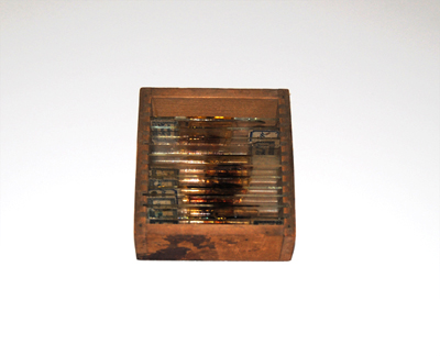 C1 - A wooden box of glass microscope slides belonging to Pío del Río-Hortega